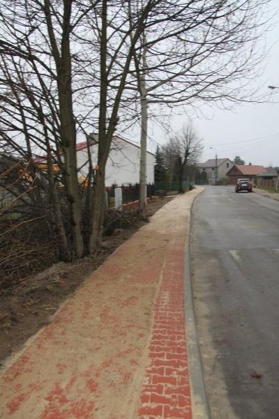Budowa odcinka chodnika w ul. Partyzantów w Dęblinie.