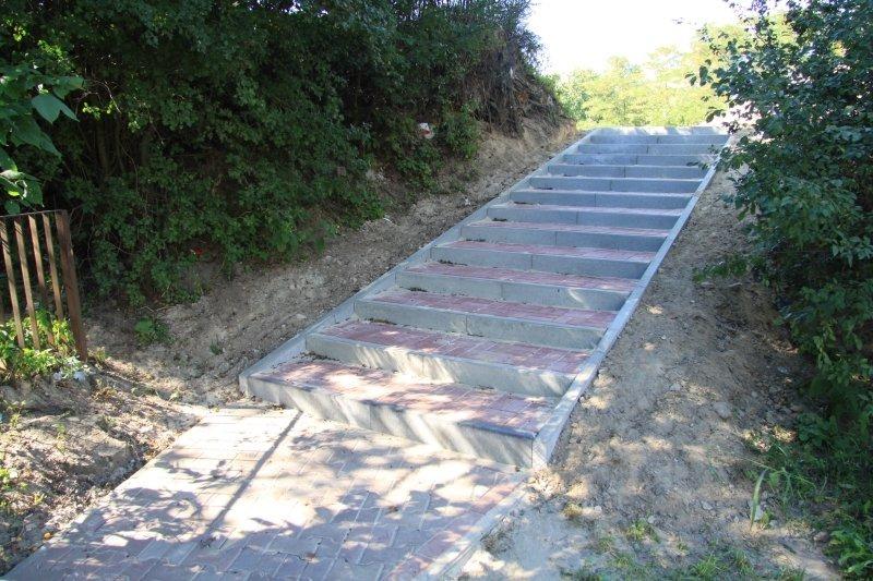 Modernizacja schodów na dojściu do przedszkola na os. Lotnisko.