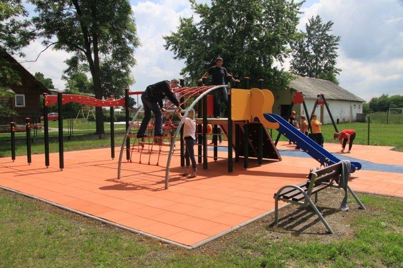 Budowa placu zabaw  przy Szkole Podstawowej nr 1 w Specjalnym Ośrodku Szkolno-Wychowawczym w Dęblini