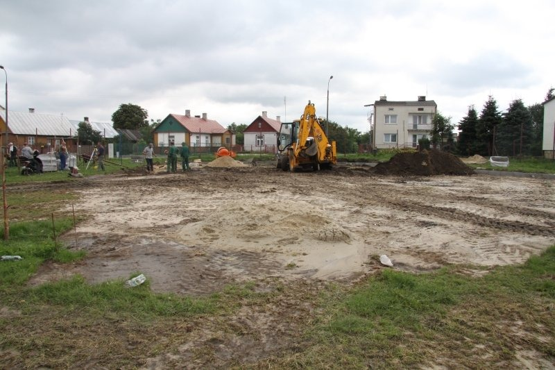 Budowa kompleksu sportowego w osiedlu Mierzwiączka.