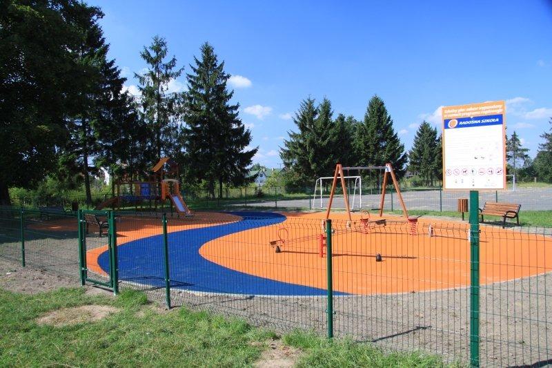 Budowa placu zabaw przy Szkole Podstawowej Nr 2.