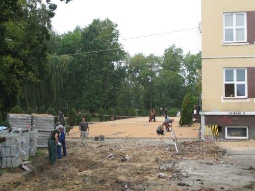 Budowa placu apelowego w Zespole Szkół Ogólnokształcących.