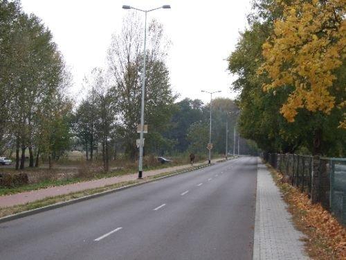 Budowa oświetlenia drogowego ulicy Spacerowej w Dęblinie o długości ok. 650 m.