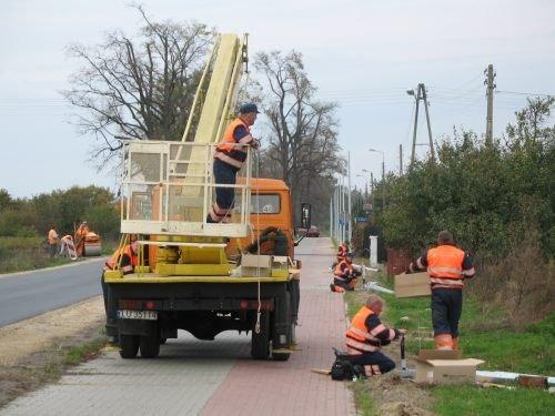 Budowa oświetlenia ścieżki rowerowej z chodnikiem wzdłuż ulicy Stężyckiej i Mickiewicza o długości o