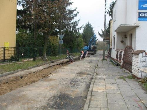Budowa kanalizacji sanitarnej w ul. Piłsudskiego.