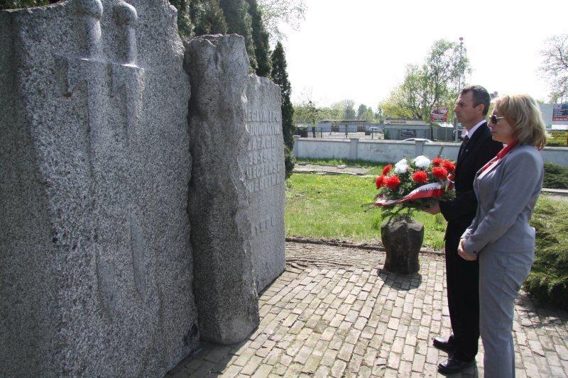 Symboliczne złożenie kwiatów z okazji obchodów rocznicy 3 Maja