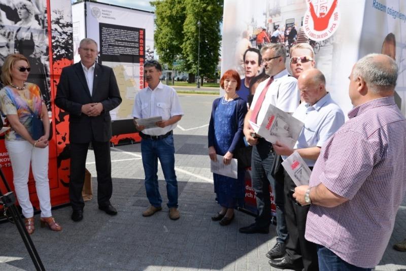 2015-06-16- Wystawa Solidarność przed Ratuszem Miejskim