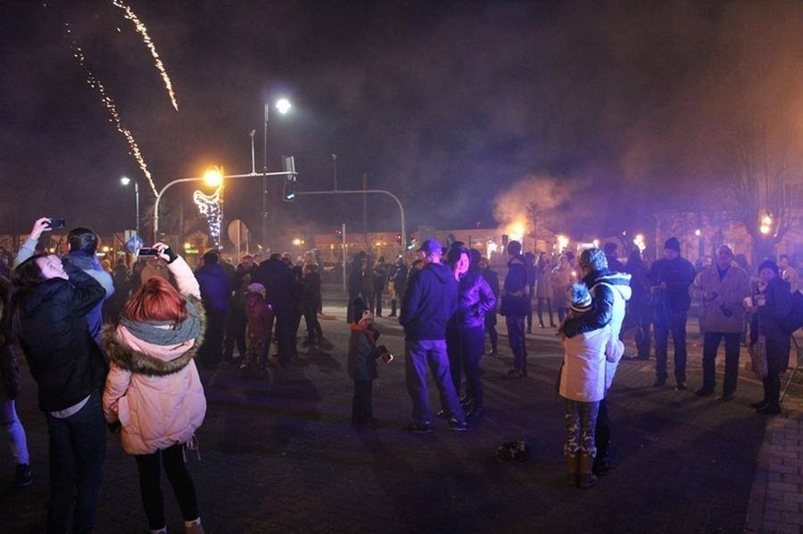 Mieszkańcy Dęblina powitali Nowy Rok 2017