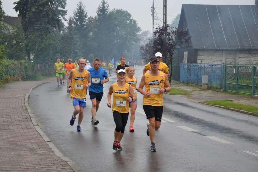 Bieg ulicami Dęblina.