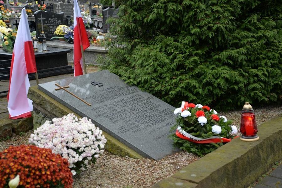 Delegacja władz Miasta Dęblin złożyła wieńce na Dęblińskich grobach