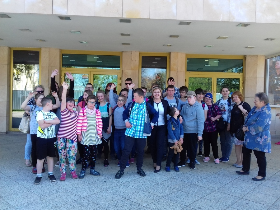Uczniowie SOSW w Dęblinie w Teatrze Powszechnym w Radomiu