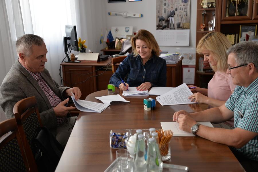 Podpisanie umowy na remont Zespołu Szkół Ogólnokształcących w Dęblinie