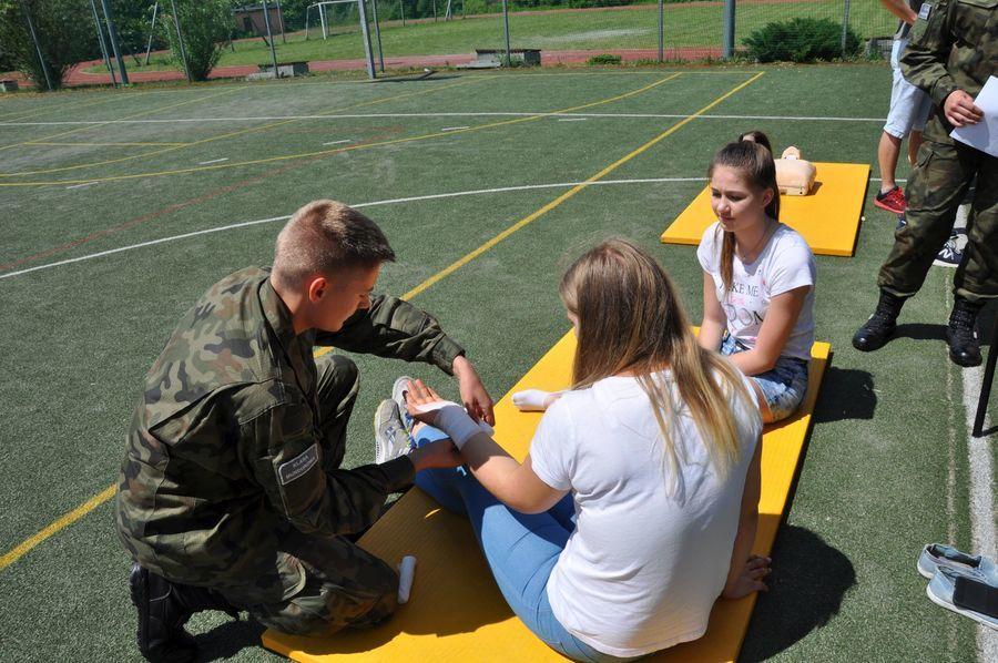 """II Międzyszkolny Turniej Pierwszej Pomocy """"Pomaganie na spontanie"""" w ZSZ nr 2 w Dęblinie"""