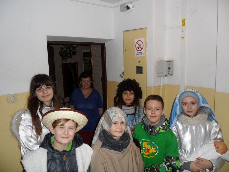 """Kolędnicy Misyjni w szkole i na osiedlu 15. Pułku Piechoty """"Wilków"""""""