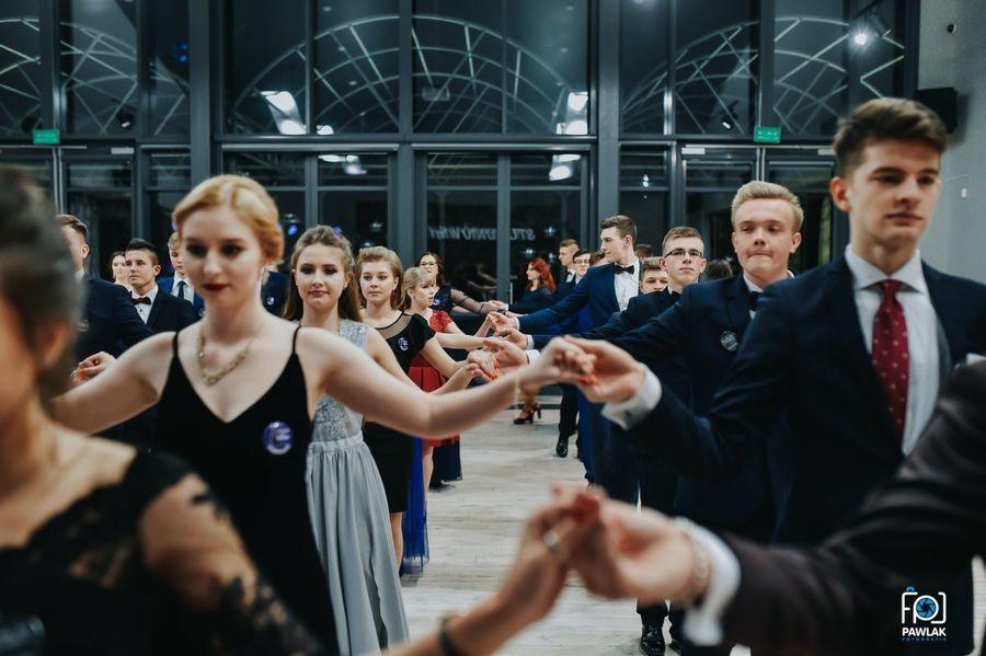 Bal studniówkowy uczniów klas trzecich Liceum Ogólnokształcącego im. 15 Pułku Piechoty