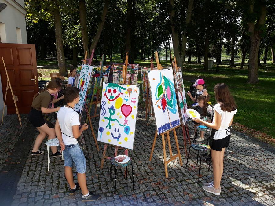 FAJNE WAKACJE – WARSZTATY ARTYSTYCZNE W ŚWIETLICY OSIEDLA LOTNISKO