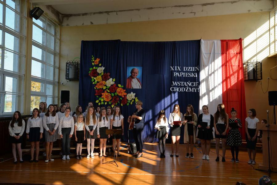 2019-10-16- Wręczenie stypendium Jana Pawła II w SP nr 3