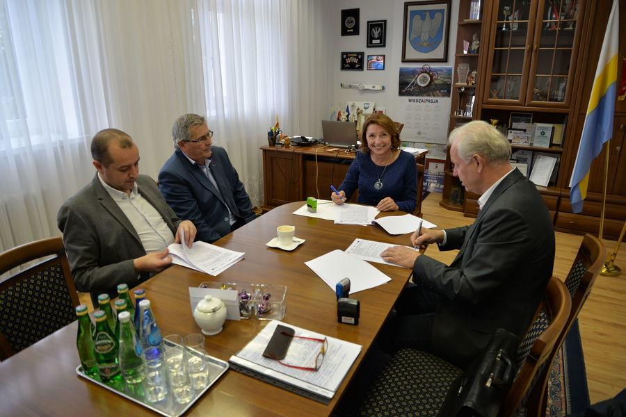 Podpisanie umowy na wymianę oświetlenia ulicznego i parkowego w Mieście Dęblin
