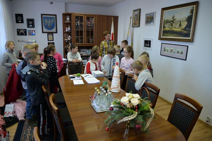 Klasa IIb z wizytą w BANKU i URZĘDZIE MIASTA