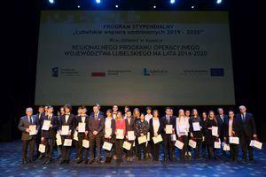 """Uczennica Liceum Ogólnokształcącego w Dęblinie stypendystką programu """"Lubelskie wspiera uzdolnionych 2019 – 2020"""""""