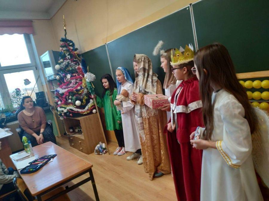 Kolędnicy Misyjni w szkole i w parafii