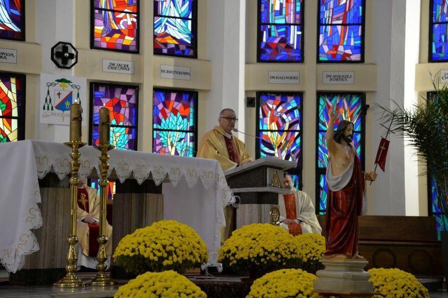 Msza święta w intencji Ojczyzny w kościele Piusa V Papieża w Dęblinie podczas uroczystości miejskich 11 listopada