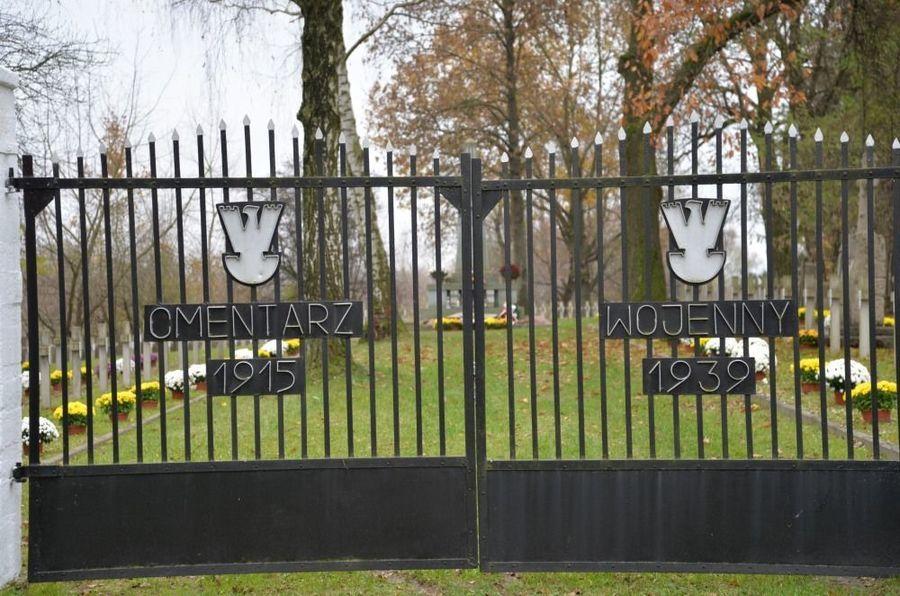Brama Cmentarza Wojennego przy ul. Balonnej