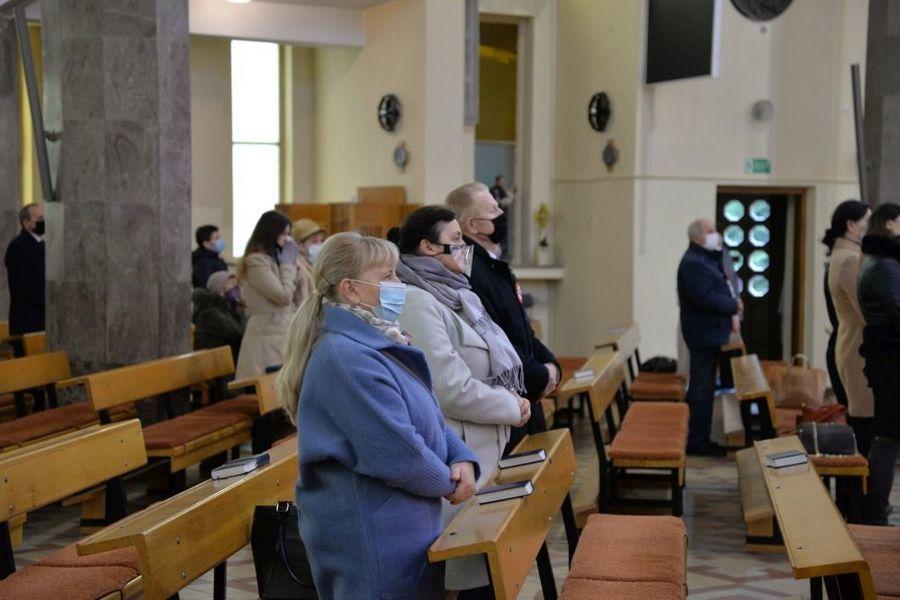 Msza święta w intencji Ojczyzny w kościele Piusa V Papieża w Dęblinie podczas uroczystości miejskich 11 listopada -  delegacja władz samorządowych