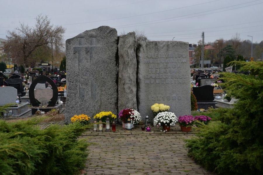 Pomnik ku czci Poległym i Pomordowanym w latach 1939 – 1945 Społeczeństwo Dęblina
