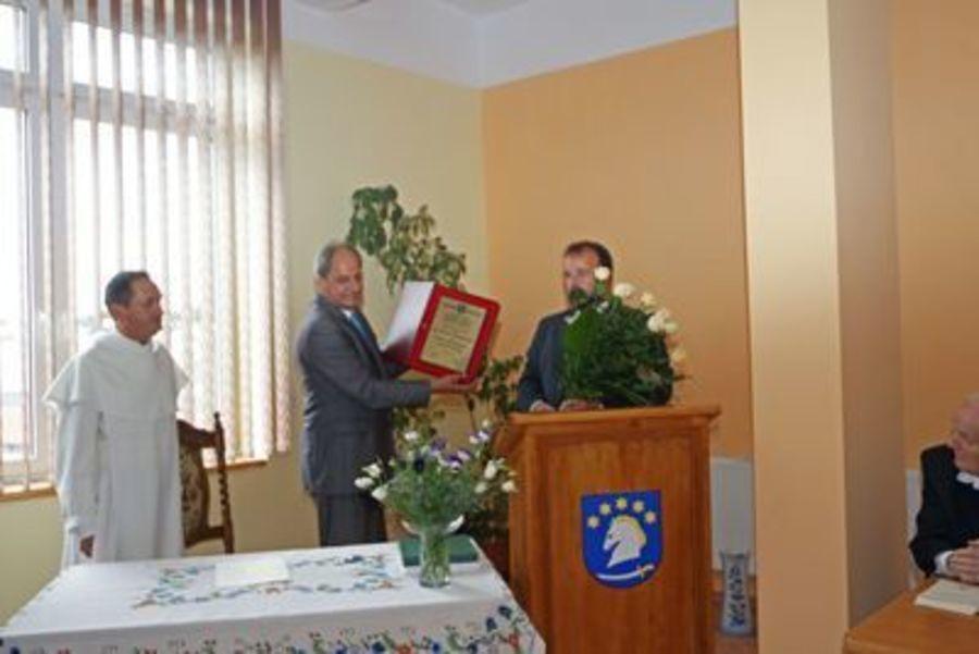 Wręczanie nagrody O. dr. A. Chrapkowskiemu