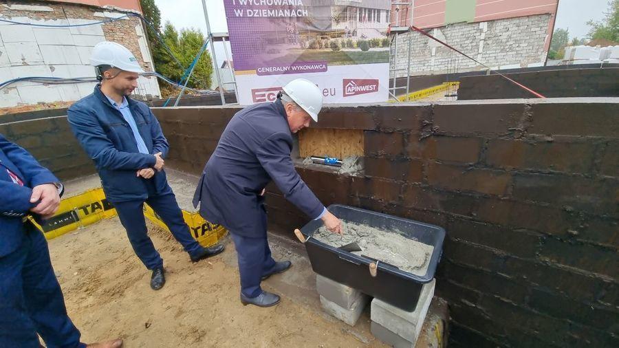 Wmurowanie kamienia węgielnego