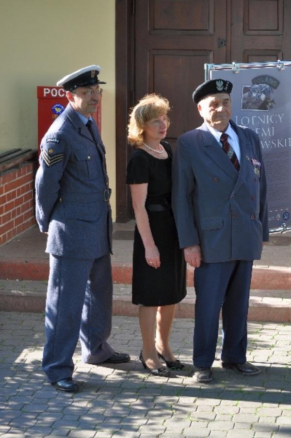 Uroczystość Odsłonięcia Pomnika poświęconego pięciu lotnikom ziemi garbowskiej.