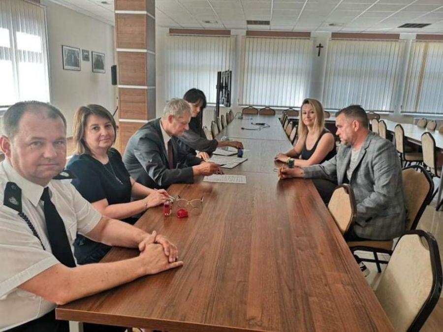 Osoby przy stole