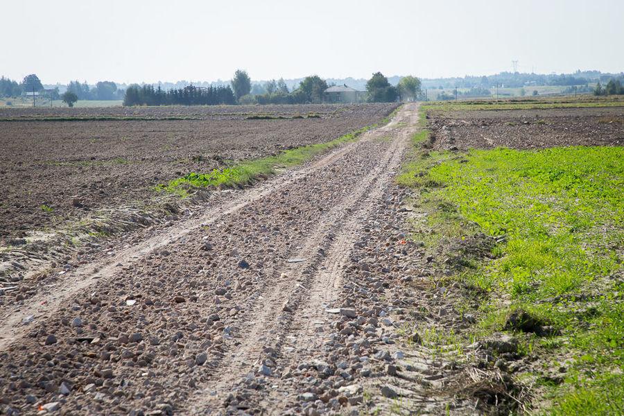 Na zdjęciu utwardzona droga w Rudce Kozłowieckiej