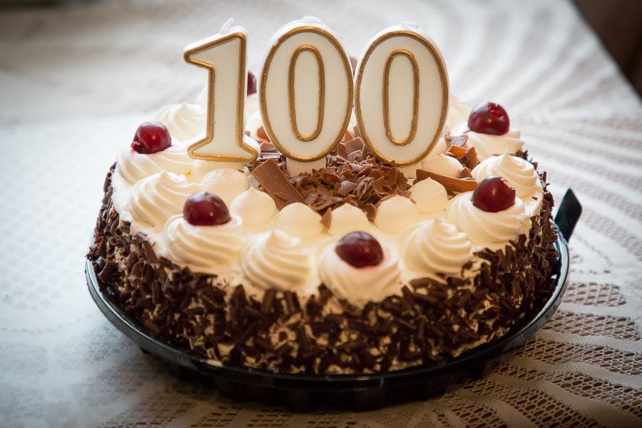 Na zdjęciu tort urodzinowy