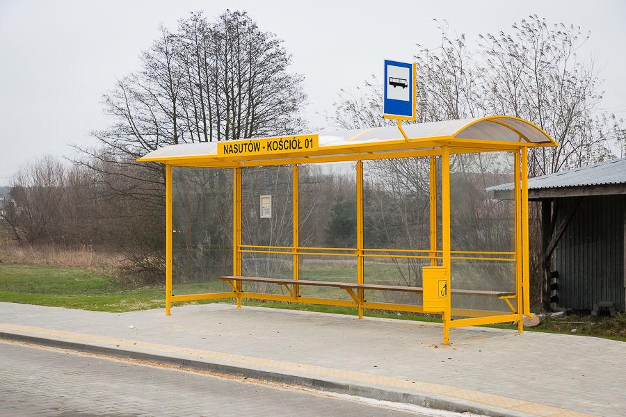 Na zdjęciu przystanek autobusowy
