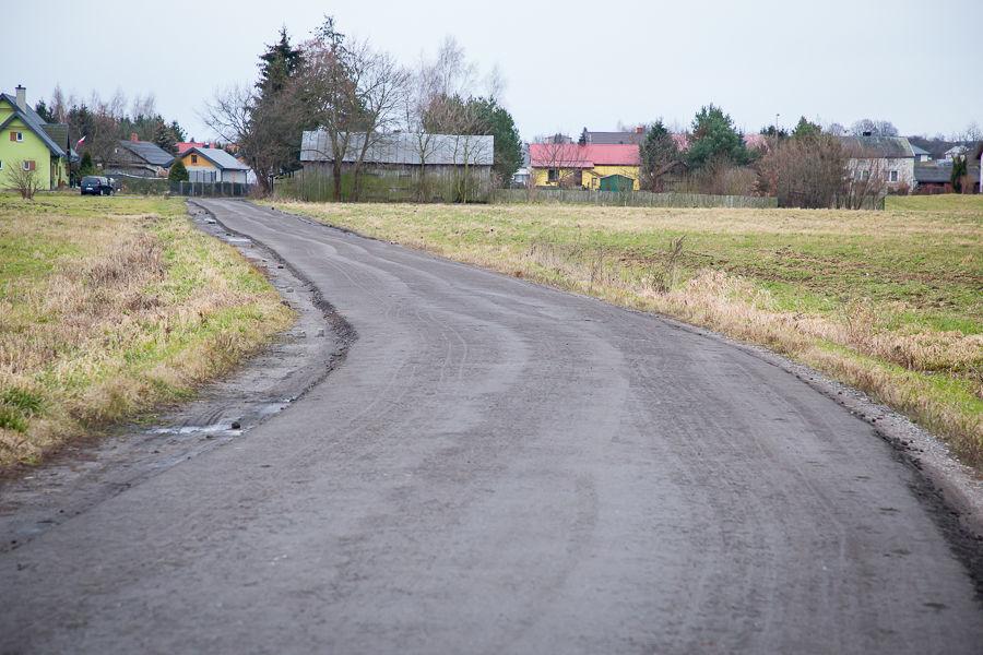 Na zdjęciu utwardzona droga