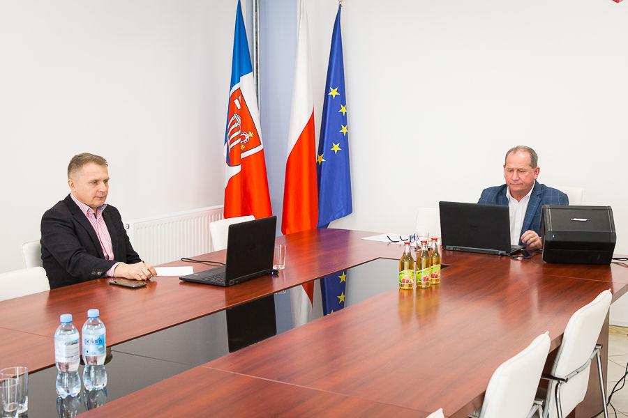 Na zdjęciu Zastępca Wójta Gminy Niemce oraz Przewodniczący Rady Gminy Niemce