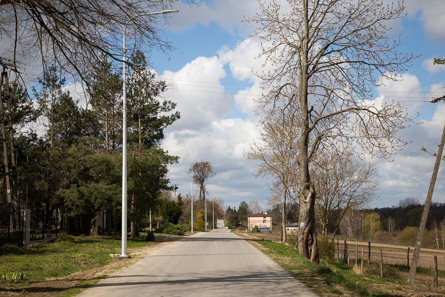 Na zdjęciu oświetlenie uliczne na ul. Starowiejskiej w Jakubowicach Konińskich