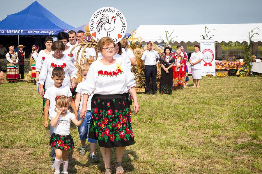 Na zdjęciu delegacja wieńcowa KGW Pólko