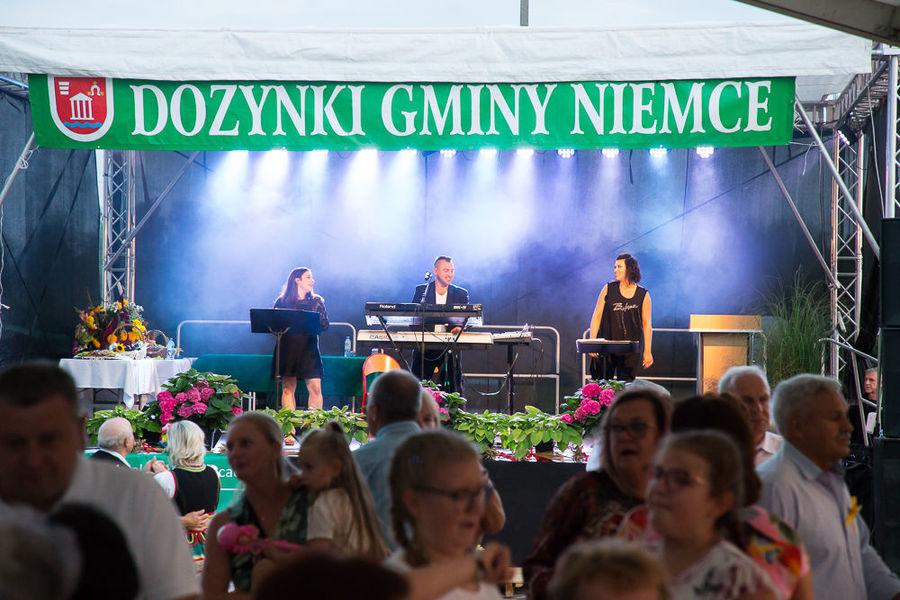 """Na zdjęciu zespół """"Vinyl Band"""" na scenie"""