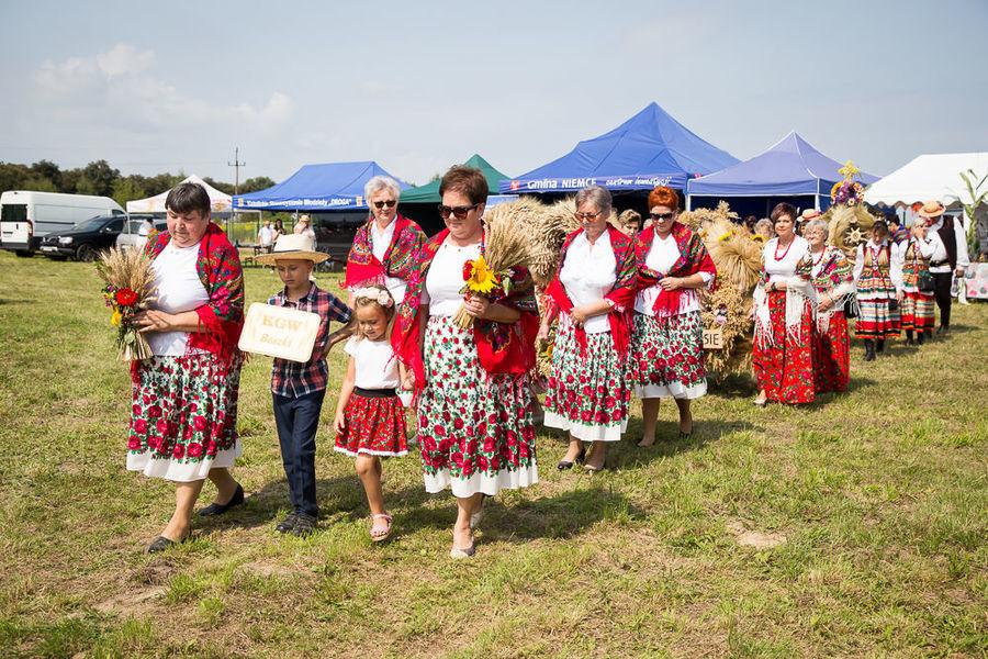 Na zdjęciu delegacja wieńcowa KGW Baszki