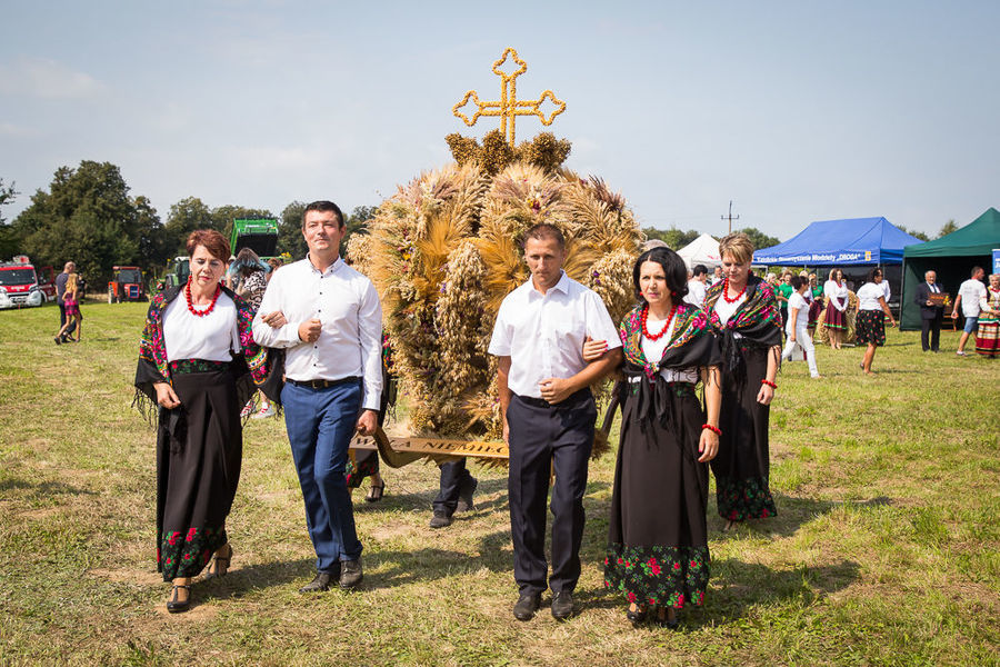 Na zdjęciu delegacja wieńcowa z miejscowości Wola Niemieckiej