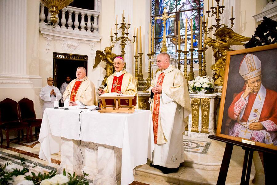 Na zdjęciu ołtarz podczas Mszy Świętej