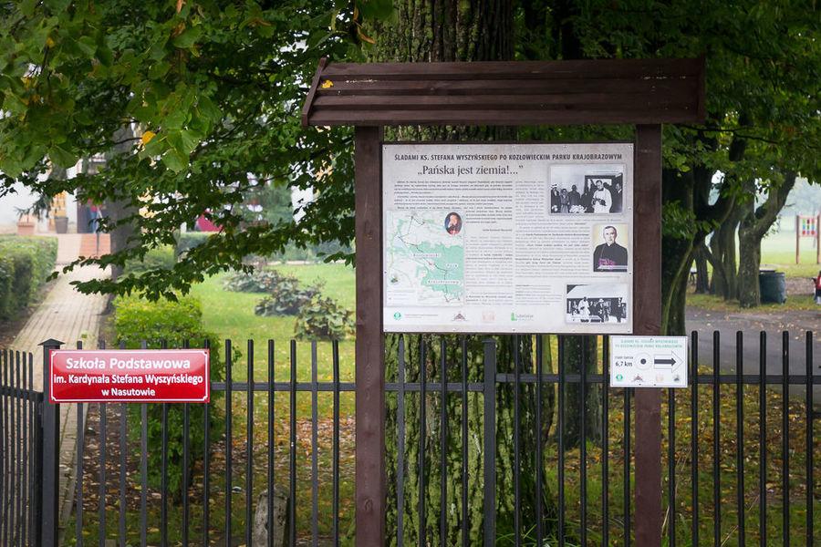 Na zdjęciu tablica informacyjna o szlaku.