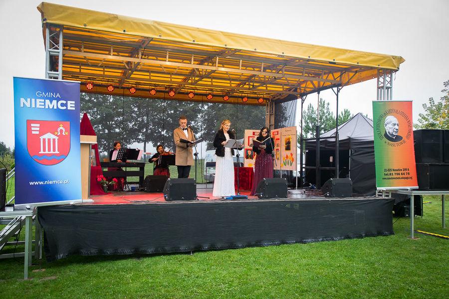 Na zdjęciu artyści podczas występu.