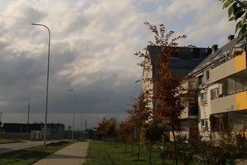 Zdjęcie latarni i bloku