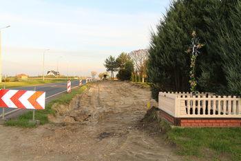 Budowa chodnika wzdłuż drogi krajowej nr 82 z dojściami do zatok autobusowych w Łuszczowie Drugim