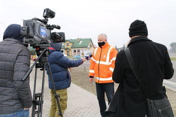 Pan Krzysztof Zwolana - Zastępca Dyrektora Oddziału ds. Zarządzania Drogami i Mostami udzielający wywiadu