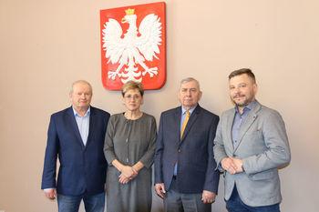 Wójtowie Tadeusz Małaj Włodzimierz Hofa Edwin Gortat oraz Elżbieta Kołtun (pracownik Urzędu Gminy)